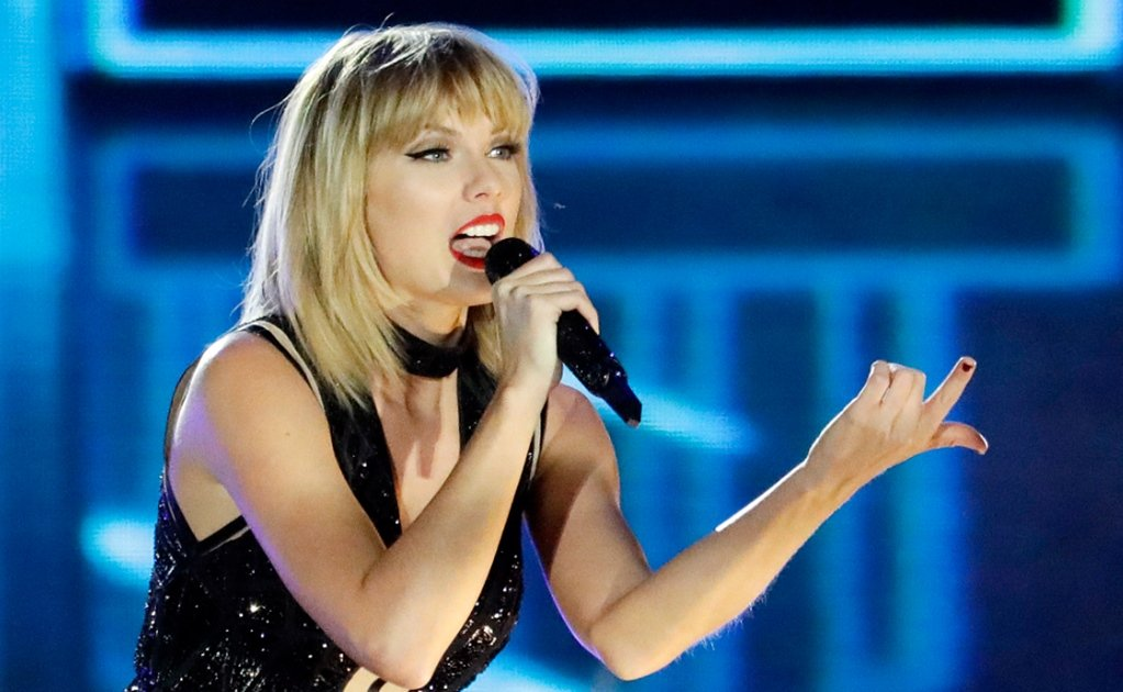 """Taylor Swift canta """"This is what you came for"""""""