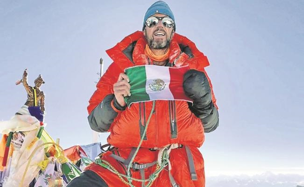 Mexican climbs the Everest and Lhotse in less than a day