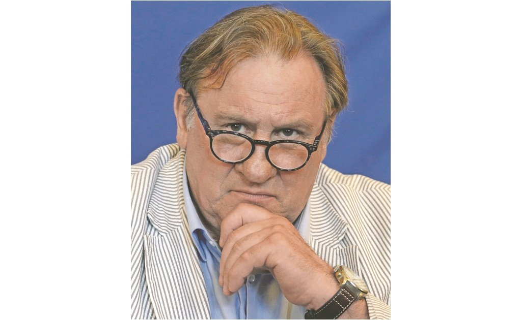 Acusan a Depardieu de abuso sexual