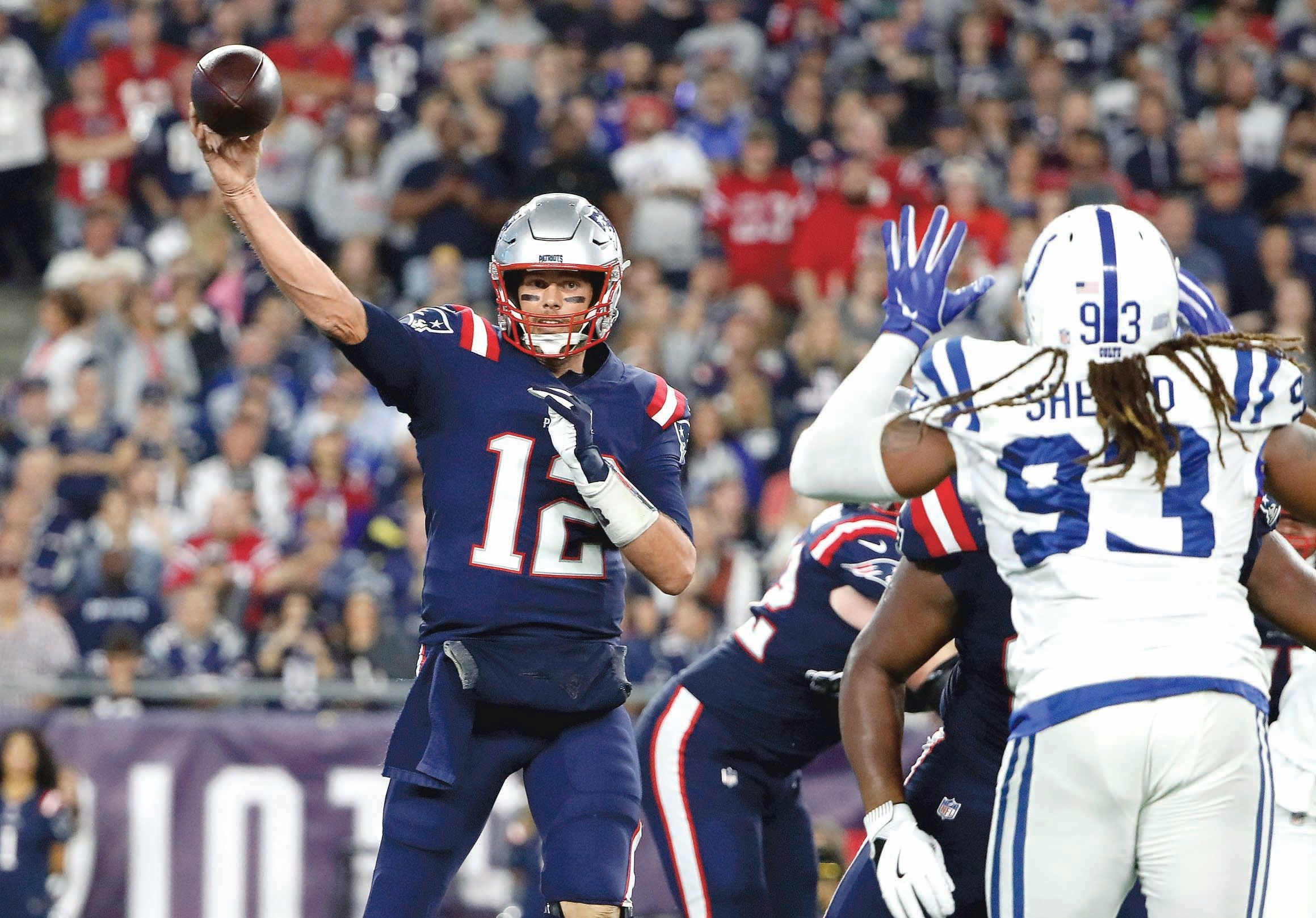 Brady domina a placer a los Colts