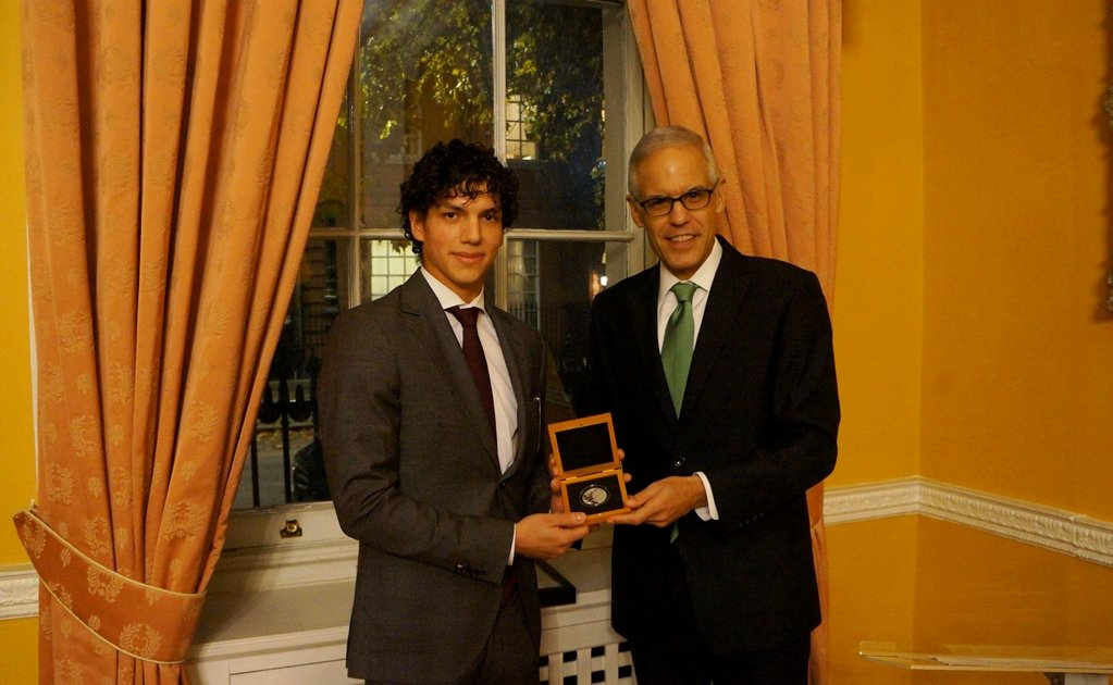 Isaac Hernández awarded for his talent and career
