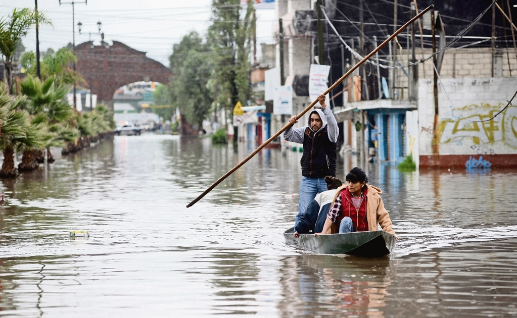 Mexican students design low-cost bridge for floods