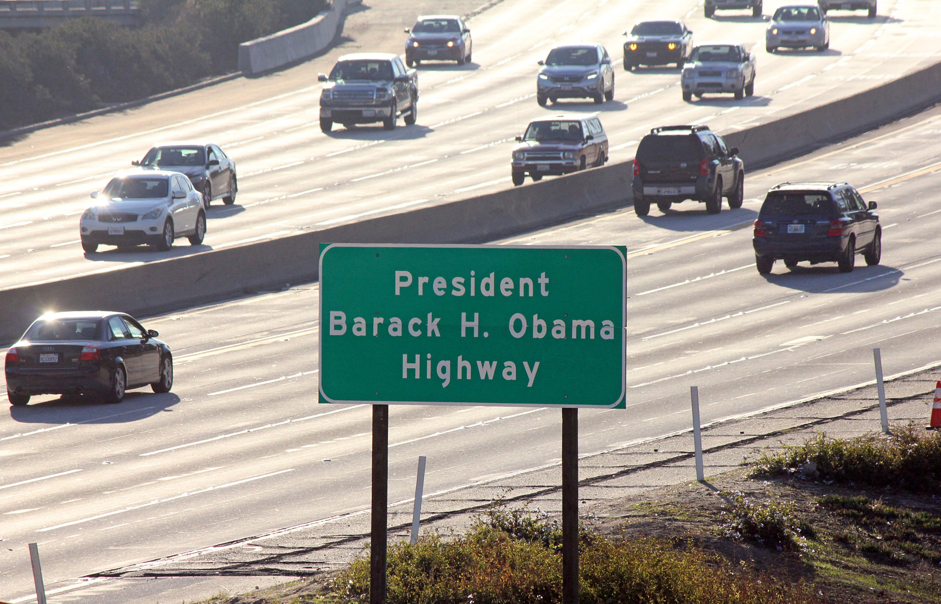 "Nombran carretera ""Barack Obama"" en California"