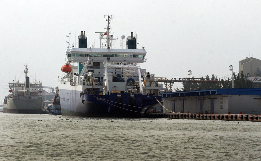 Bottlenecks forming at Mexican oil ports amidst fuel distribution crisis