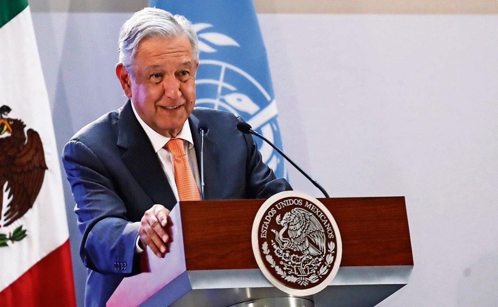 AMLO tries to bring opposing poles together