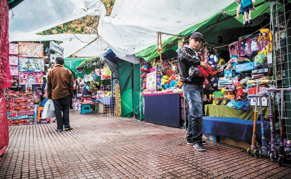 Informal vendors make more than educated professionals in Mexico