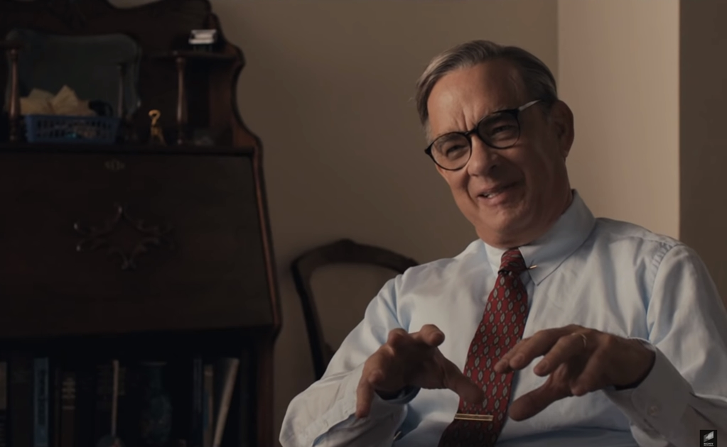 "Tom Hanks se transforma en Fred Rogers en tráiler de ""A Beautiful Day in the Neighborhood"""