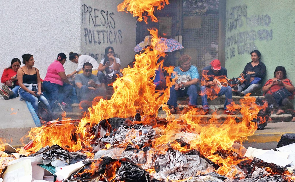 Who controls education in Mexico?