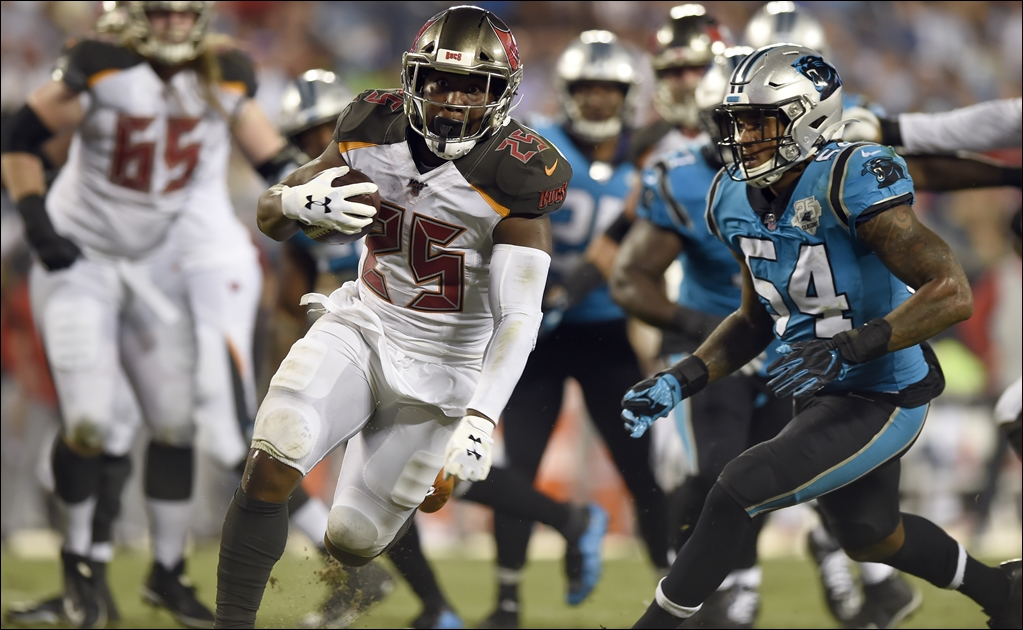 Buccaneers se imponen ante Panthers