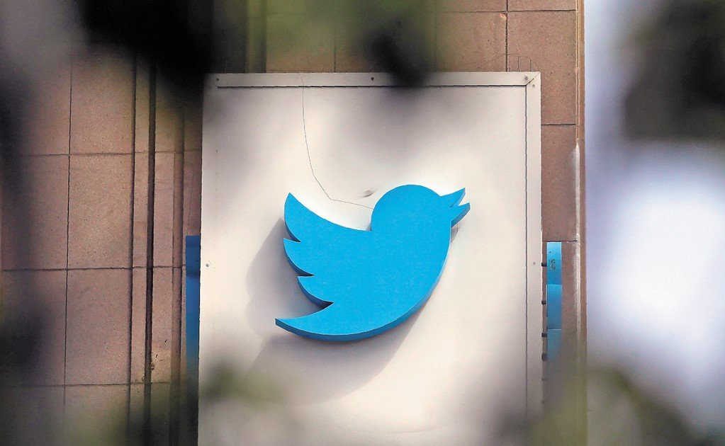 Authorities monitor the opposition's Twitter accounts