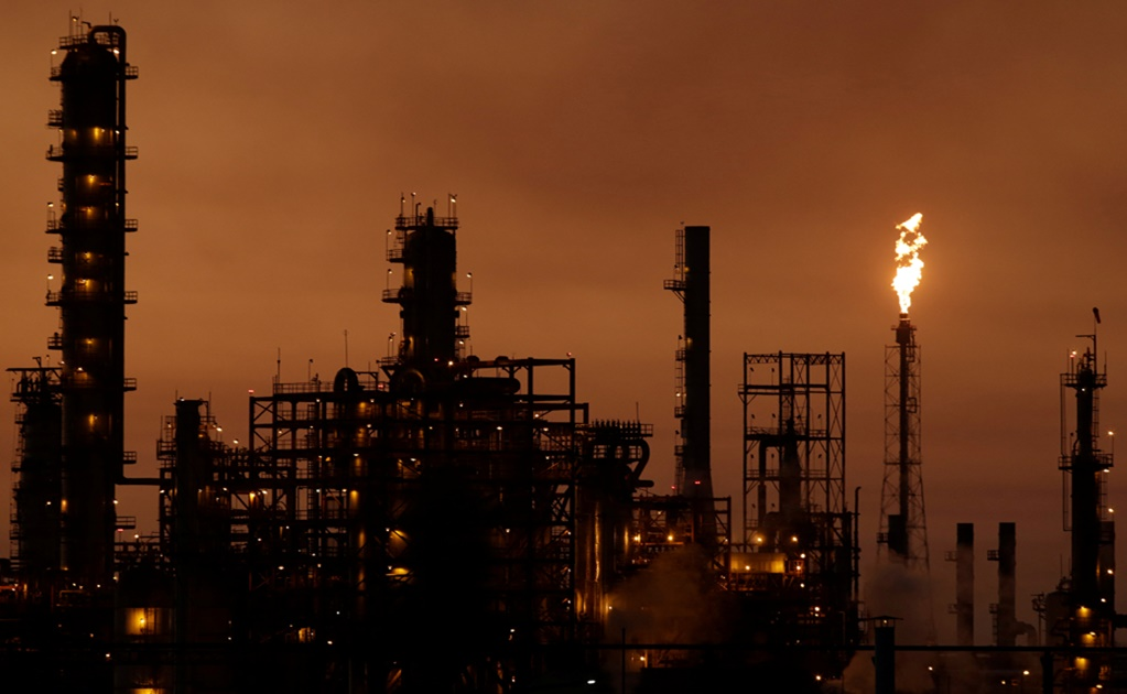 Mexico hedges Pemex 2020 oil output to protect from low crude prices
