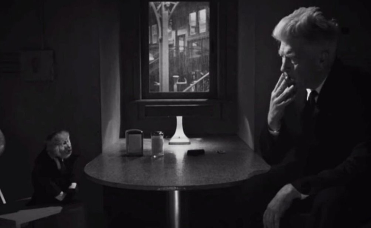 David Lynch habla con un mono en un video distribuido por Netflix