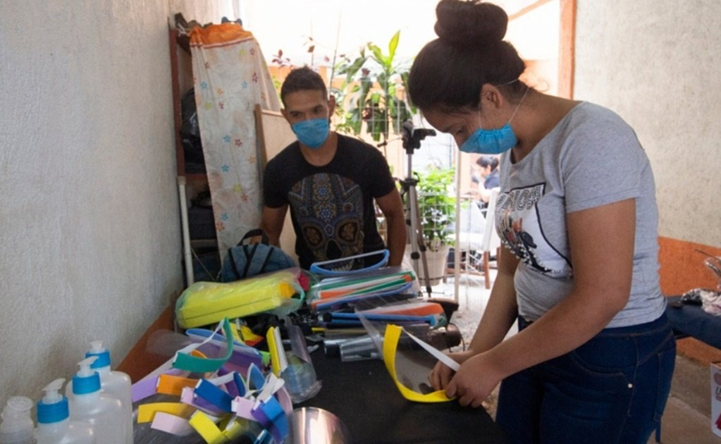 COVID-19: Mexicans make and donate masks to protect healthcare workers