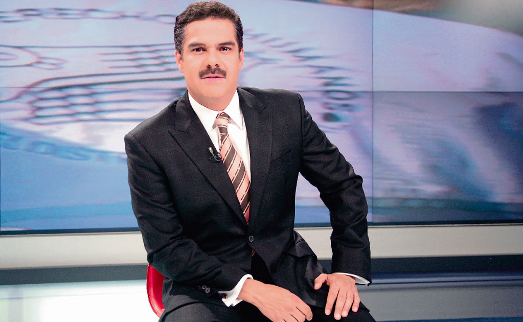 News anchor Javier Alatorre tries to discredit Dr. Hugo López-Gatell, the Johsn Hopkins educated epidemiologist leading the fight against COVID-19 in Mexico