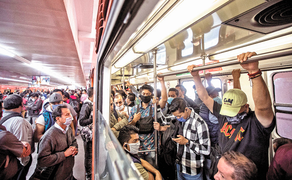 Mexico City and the State of Mexico partially close down the public transport system amid the public health crisis