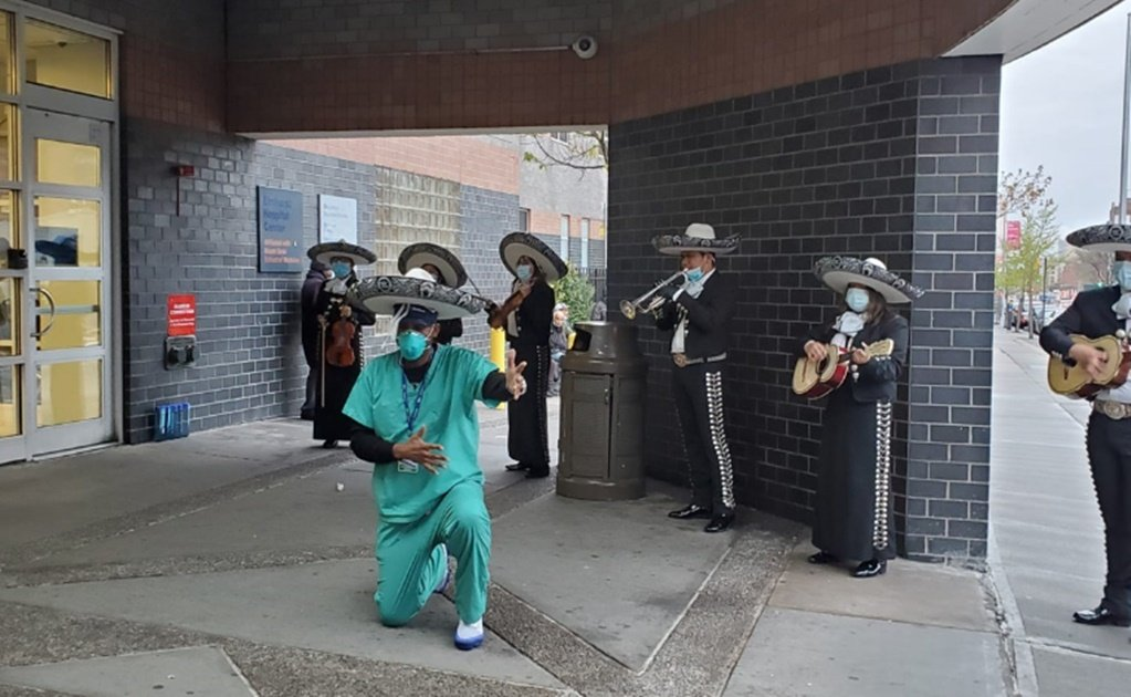Mariachi band serenades COVID-19 patients and frontline healthcare workers in NY