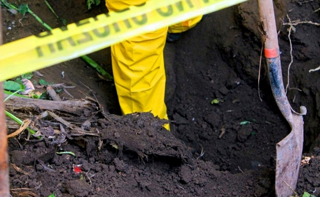 At least 25 bodies found inside mass grave in Jalisco