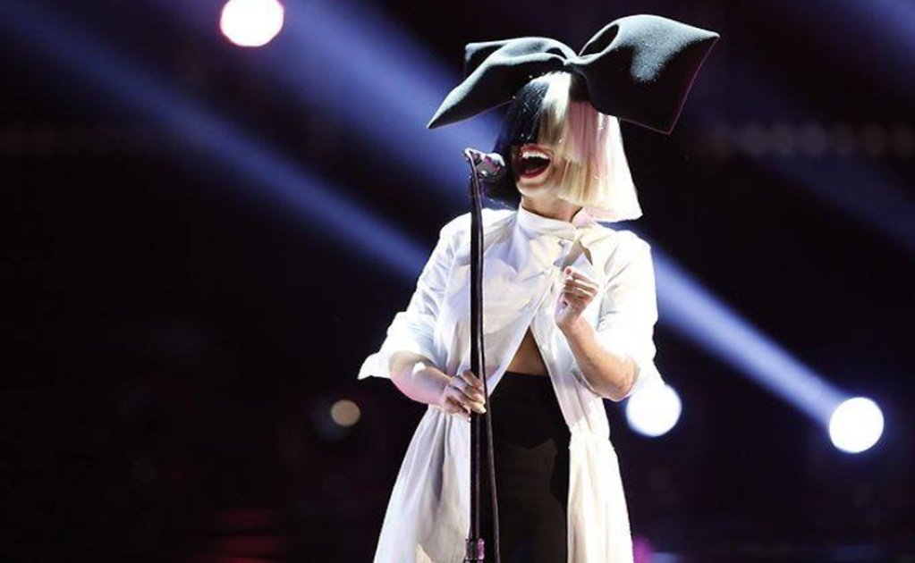 Sia grants Mexican cancer patient's wish to record a song