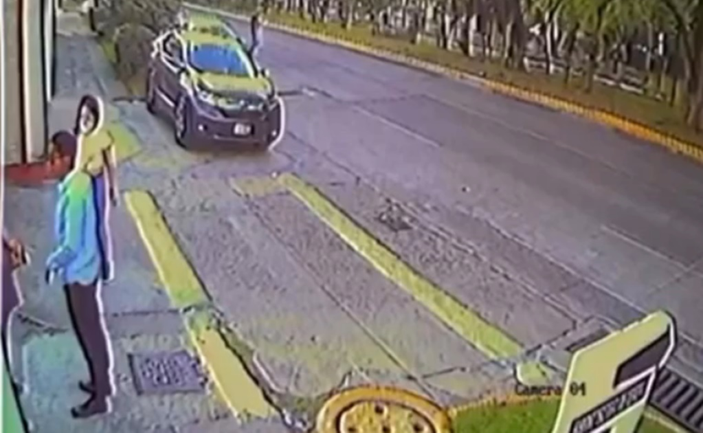 Captan en video a presuntos ladrones de autos en Satelite