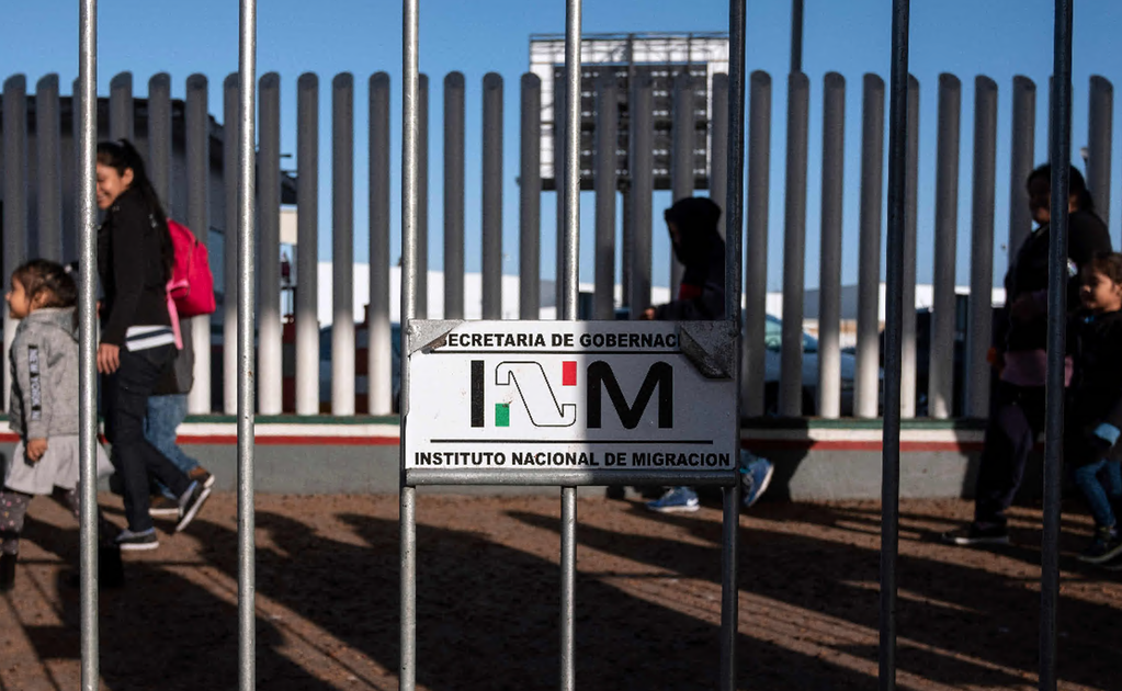 Mexican authorities fire and sanction 1,040 immigration officers for corruption