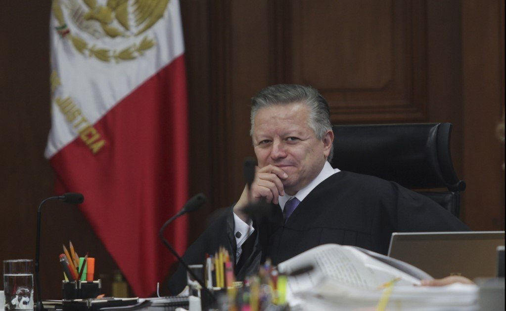 Physical distancing between Arturo Zaldívar and the President