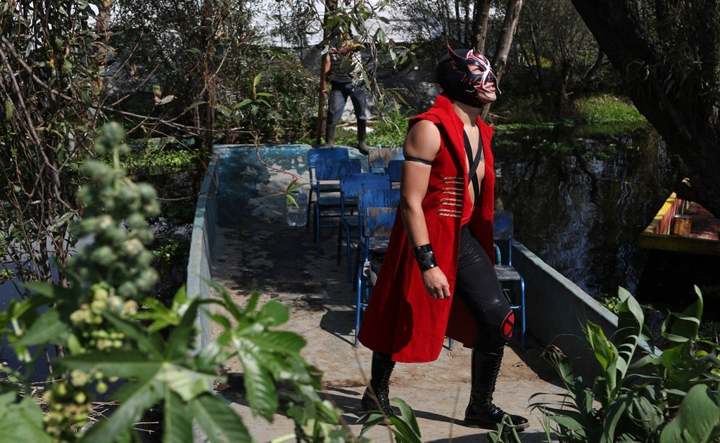 Mexico's Lucha Libre wrestlers set up ring in Xochimilco to fight COVID-19