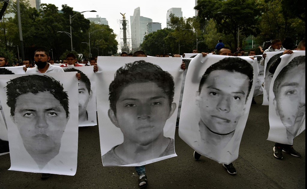 Ayotzinapa: Mexico issues arrest warrants against soldiers and federal agents