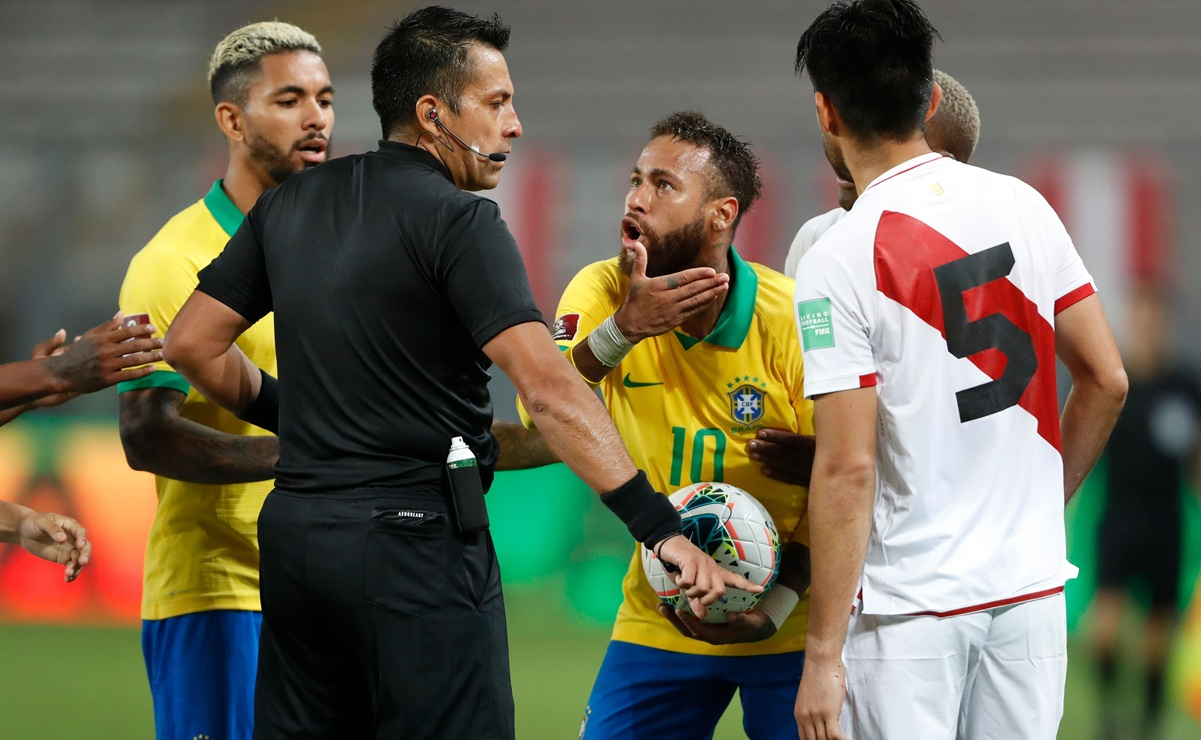 Arbitration scandal in the match between Peru and Brazil
