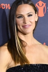 Jennifer Garner se luce 'al natural' con leggings negros