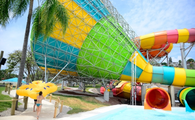 Abre Six Flags Hurricane Harbor Oaxtepec