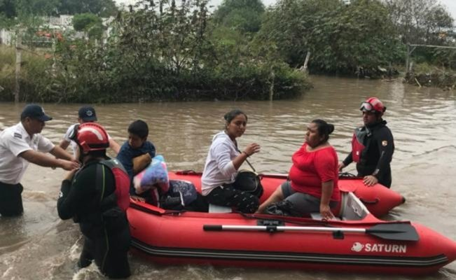 Hundreds evacuated after flooding in Querétaro