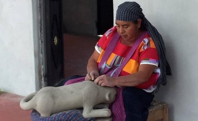 Pottery, a craft which passes from mothers to daughters in Chiapas