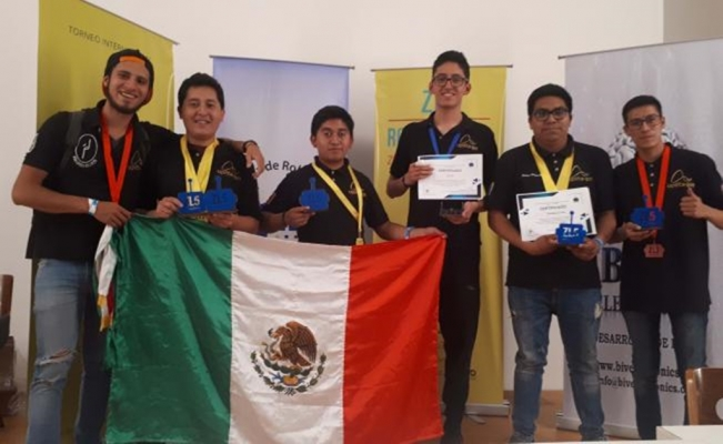 Students win 8 medals at robotics competition