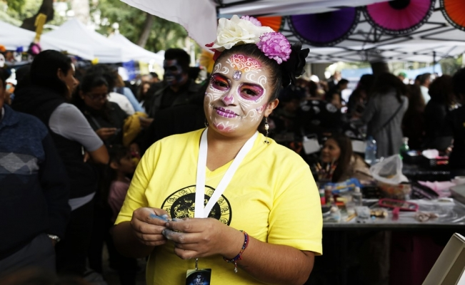 Makeup, glitter, glamour, and Catrinas in Mexico City
