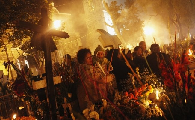 How the Mexican town of Mixquic celebrates the Day of the Dead?
