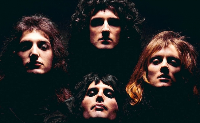 Queen returns to Mexico with photo gallery by Mick Rock