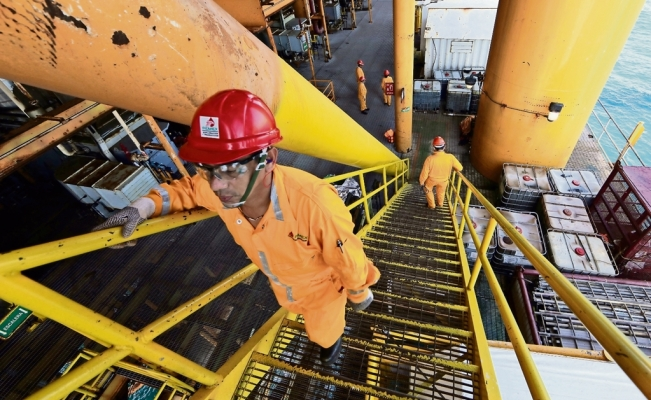 Pemex undergoes corporate restructuring to cut expenses and boost production