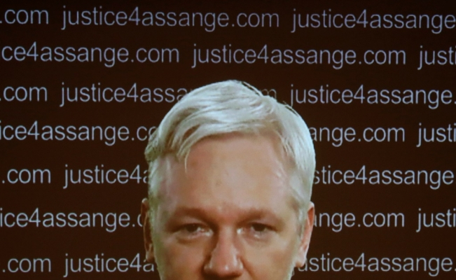 WikiLeaks founder Julian Assange begins court battle against extradition