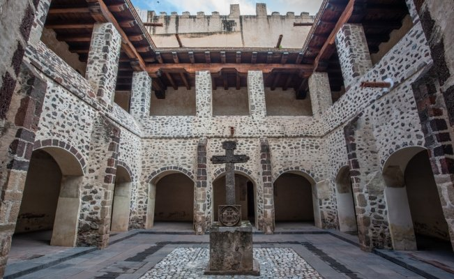 Archeologists find burial site at ex-convent of San Agustín in Mexico City