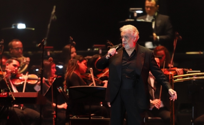 Calendario de Plácido Domingo, modificado tras escándalo