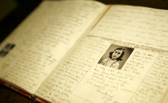 Jewish Book Fair to commemorate 90th birth anniversary of Anne Frank