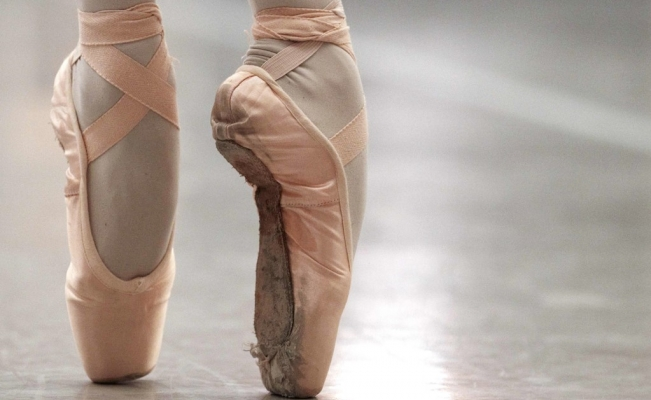 Young ballet dancers raise funds to study abroad