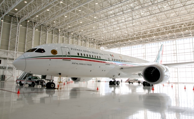 Winners of Mexico's presidential plane raffle to get USD $1 million prize