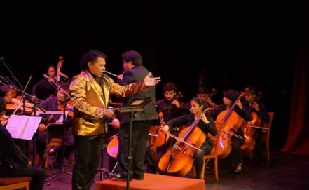Mexican tenor sings in indigenous languages