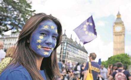 Thousands march in London against Brexit