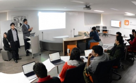 Apple donated an iOS Development Lab to UNAM