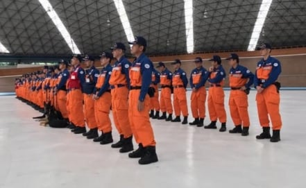 Japanese rescuers return to their country
