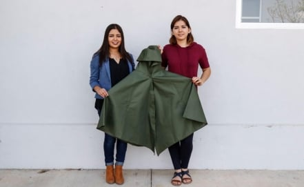 300 KanaN cloaks will be distributed to rescue workers