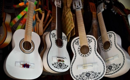 Coco strikes a chord in Paracho