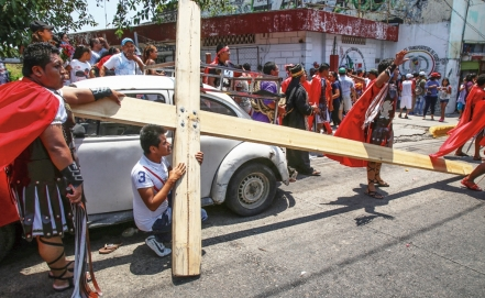 Shootouts amid Easter processions